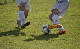 piłka nożna drybling